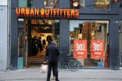 vendita a ribasso di 30% al deposito urbano del oufitter fotografia stock