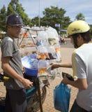 Vendite dei pesci del bordo della strada nel Vietnam Fotografie Stock Libere da Diritti
