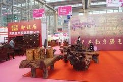Vendite di mostra della mobilia del palissandro Immagine Stock