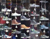 Vendite di Natale delle scarpe Fotografie Stock Libere da Diritti