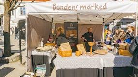 Vendite e produzione del pane e dei pancake organici del flatbrod Immagini Stock Libere da Diritti