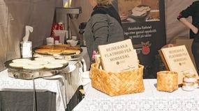 Vendite e produzione del pane e dei pancake organici del flatbrod Fotografia Stock Libera da Diritti