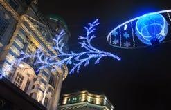 Vendite iniziate a Londra Via reggente alle luci di Natale Immagine Stock