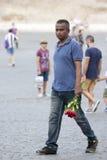 Venditore ambulante delle rose per i turisti Fotografia Stock