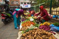 Venditore ambulante nel centro storico della città, a Kathmandu, il Nepal Immagine Stock Libera da Diritti