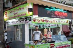 Venditore del gelato nei kioks sulla strada della spiaggia di Marmaris, Turchia immagine stock libera da diritti