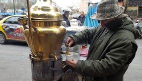 Venditore della bevanda tradizionale Salepi fotografie stock