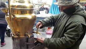 Venditore della bevanda tradizionale Salepi fotografie stock libere da diritti