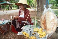 Venditore della frutta della via in Tailandia Immagini Stock Libere da Diritti