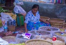 Venditore delle verdure nel Myanmar Immagine Stock