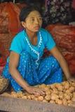 Venditore delle verdure nel Myanmar Immagine Stock Libera da Diritti