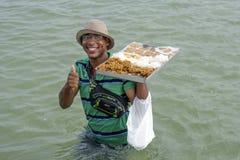 Venditore dolce della spiaggia nel Brasile di nordest Fotografia Stock Libera da Diritti