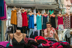 Venditore nel mercato turco a Costantinopoli fotografia stock libera da diritti