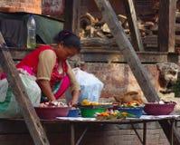 Venditore rituale delle merci al quadrato di Durbar Immagine Stock