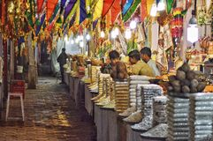 Venditori ambulanti al tempio immagini stock