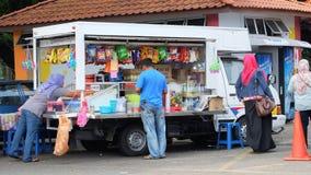 Venditori ambulanti di frutta, della bevanda e degli spuntini Immagini Stock Libere da Diritti