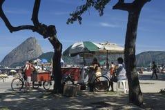Venditori della spiaggia, Rio de Janeiro Immagine Stock