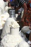 Venditori di Fufu nel servizio di Makola Immagini Stock Libere da Diritti