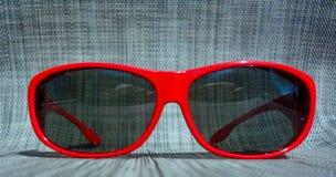 Vendo a vista eyes a visão ensolarada vermelha da segurança Fotografia de Stock