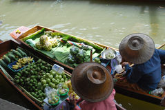 Vendor. 2 fruit vendor at damnoen saduak floating market Stock Photo
