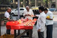 Vendor sells fruit salad in a street on Mumbai Royalty Free Stock Photos