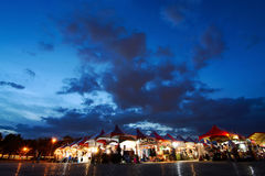 Vendor tents from the annual Taipei Vegan Frenzy draw food lovers after sunset. Taipei, Taiwan - July 2, 2017 - The summer Vegan Frenzy food festival in Taipei stock images