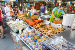 Vendors are selling some food at Don Wai Floating market. NAKORN PATHOM THAILAND MAR 13 : vendors are selling some food at Don Wai Floating market on 13 March Royalty Free Stock Photography