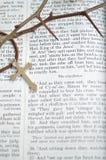 Vendredi Saint avec les épines et la croix, verticales Photographie stock libre de droits