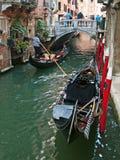 Venece - gondoler royaltyfri foto