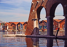 Venecia, Arsenale - puerto interno con los muelles viejos Fotografía de archivo libre de regalías