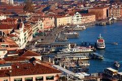 Venecia con el acceso de la ciudad en Italia Imagen de archivo libre de regalías