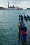 Venecia con las góndolas en Grand Canal contra San Giorgio Maggiore Fotografía de archivo libre de regalías