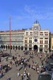 VENECIA - 9 DE ABRIL DE 2017: La opinión sobre San Marco Square con touris Fotos de archivo