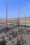 VENECIA - 9 DE ABRIL DE 2017: La opinión sobre San Marco Square con touris Fotos de archivo libres de regalías