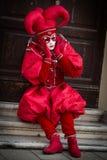 Venecia - 6 de febrero de 2016: Máscara colorida del carnaval a través de las calles de Venecia Foto de archivo