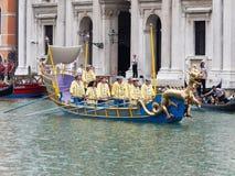 VENECIA - 4 DE SEPTIEMBRE: el desfile de barcos históricos llevó a cabo septiembre Fotos de archivo
