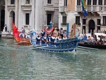 VENECIA - 4 DE SEPTIEMBRE: el desfile de barcos históricos llevó a cabo septiembre Imagen de archivo libre de regalías