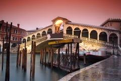 Venecia el puente de Rialto foto de archivo libre de regalías