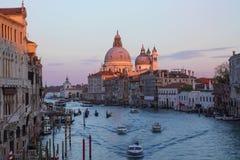 Venecia en puesta del sol imagen de archivo