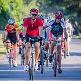 VENECIA, FL - 24 de abril - los grupos grandes de ciclistas de todas partes del país participó en el paseo de Sharky el evento de Imagen de archivo