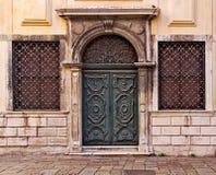 Venecia, ghetto, puerta tallada de madera Fotos de archivo libres de regalías