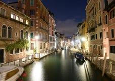 Venecia, Italia Canal Rio de la Fornace en el cuarto veneciano o fotografía de archivo libre de regalías