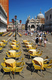 VENECIA, ITALIA - 24 DE AGOSTO: Plaza San Marco con el campanil, Basi Imagen de archivo libre de regalías