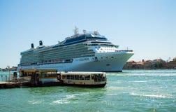 Venecia, Italia - 16 de agosto de 2013: Trazador de líneas grande 'equinoccio de la travesía de la celebridad ' imagen de archivo