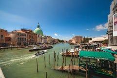 VENECIA, ITALIA - 15 de junio de 2016 vista a Grand Canal del degli Scalzi de Ponte del puente fotos de archivo libres de regalías