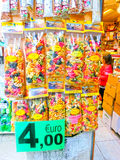 Venecia, Italia - 4 de mayo de 2017: Los vendedores se colocan - forma rentable y popular de recuerdos y de regalos tradicionales Fotos de archivo