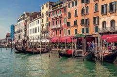 Venecia, Italia El terraplén de Grand Canal en un día soleado del otoño fotos de archivo libres de regalías