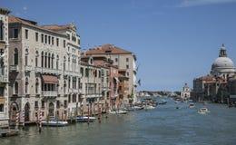 Venecia, Italia - Grand Canal/los cielos azules y las aguas Foto de archivo