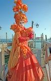 Venecia - máscara de lujo del carnaval en la costa del cuadrado de San Marco de la plaza Foto de archivo