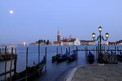 Venecia por noche. Foto de archivo